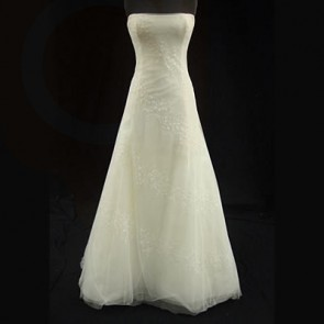 2G019 - Vera Wang Wedding Dress -  Size 10 - IVORY
