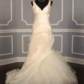 121112 - Vera Wang Wedding Dress -    Size 12 - Ivory