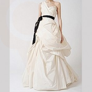 121510 - Vera Wang Wedding Dress -    Size 8 - Ivory