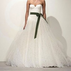 VIRGINIA - Vera Wang Wedding Dress -   Size 12 - Ivory