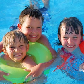 Swimming Pool Weekly Maintenance Services