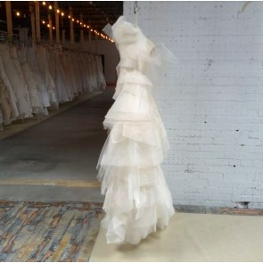 120411 / GENEVIEVE - Vera Wang Wedding Dress -   Size 18 - Ivory