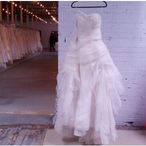 120411 / GENEVIEVE  - Vera Wang Wedding Dress -  Size 8 - Ivory