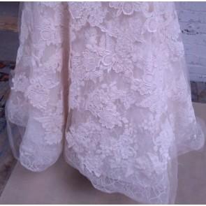 HILARY - Vera Wang Wedding Dress - Size 18 - Ivory